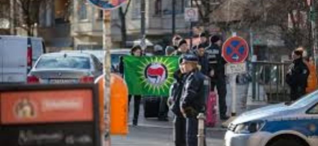 [Berlin] Zwei sind besser als niemand – oder der lautstarke Protest gegen den Festakt des BND