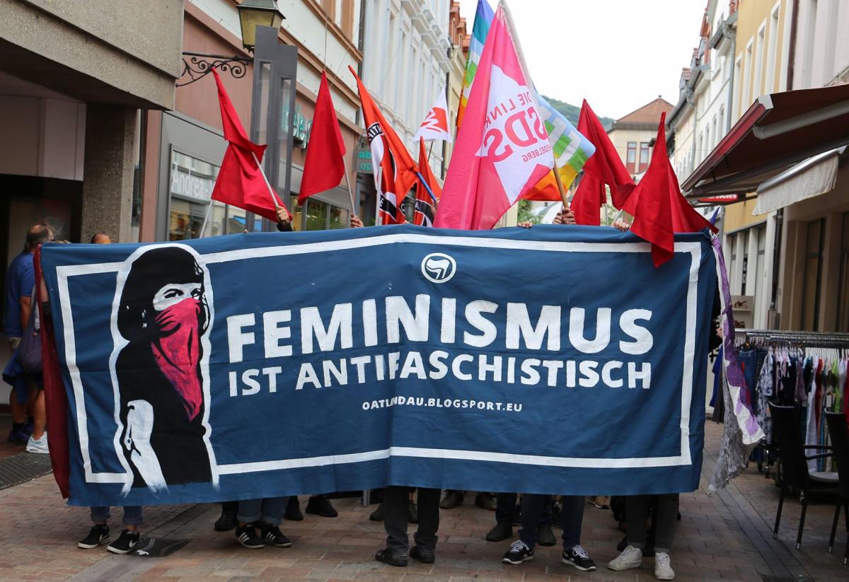 Lautstarker Antifa-Block heute bei der Demo gegen die AfD in Neustadt
